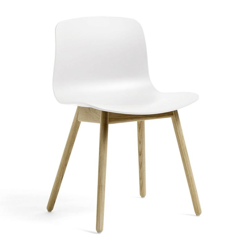 AAC 12 Chair, White Shell / Oak Base